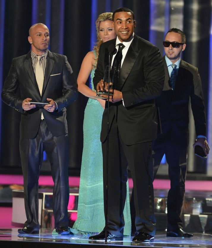 don-omar-latin-music-awards-2012-show-01