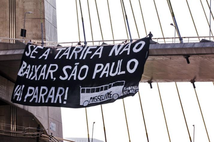 faixa-de-manifestacao-organizada-pelo-movimento-passe-livre