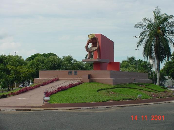 Monumento aos Garimpeiros, fica localizado na Praça do Centro Cívico (foto: Caleffi)