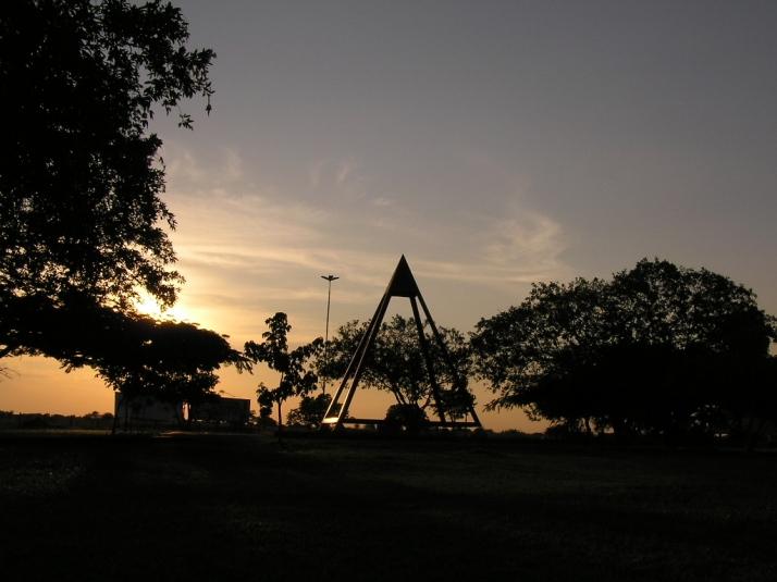 Praça em frente ao aeroporto de Boa Vista (foto: Marcelo Seixas )