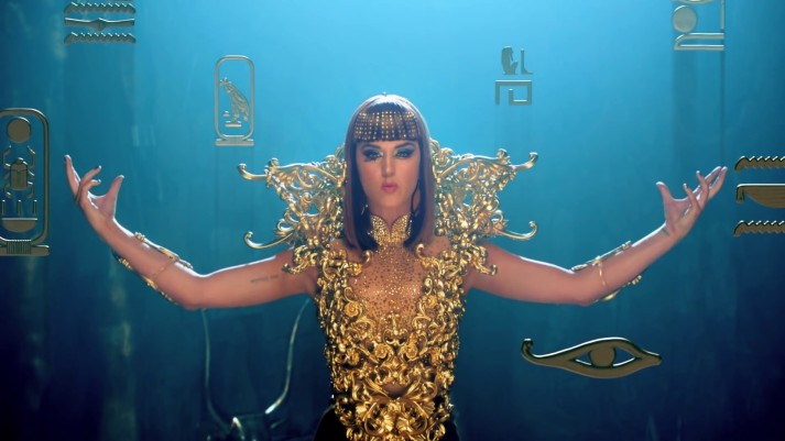 Katy-Perry-Dark-Horse-Golden-Dress-Images