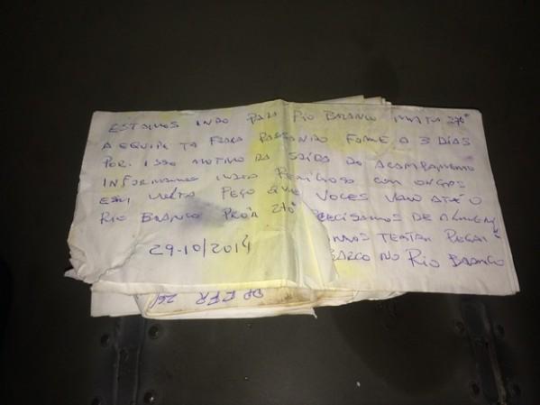 Bilhete encontrado no avião dizia onde os sobreviventes estavam; 'Estamos indo para o rio Branco', inicia o manuscrito (Foto: Divulgação/FAB)